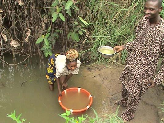 IBADAN_-People-of-Jano-Ibadan-obtaining-Infected-contaminated-Water-for-use1